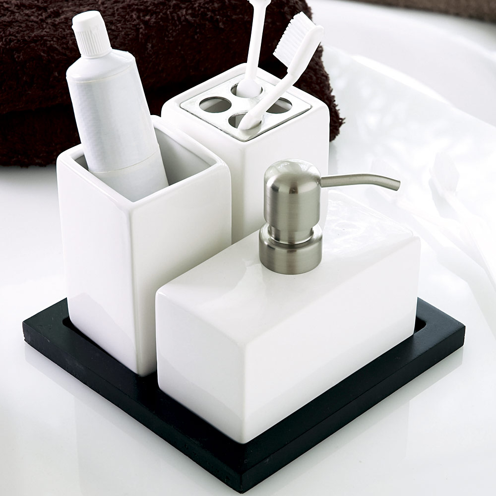 Lovely-Modern-Bathroom-Accessories-Set